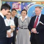 АҚШ елінің Қазақстандағы елшісі Ақтаудағы Назарбаев зияткерлік мектебінің оқушыларымен кездесті