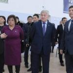 Бердібек Сапарбаев оқушыларға әкім болудың жолын айтып берді