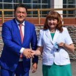 Павлодар облысының әкімі ауыл әкімдеріне жаңа автокөліктердің кілттерін тапсырды