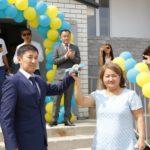 Атырауда Астананың 20 жылдық мерейтойы қарсаңында 195 отбасына пәтер табысталды