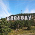 Бурабайдың көркіне, көрік берген көрнекті жазу «BURABAY»