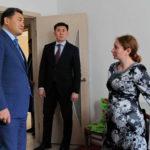 Павлодар облысының әкімі жуырда пәтер берілген отбасыларды аралап шықты