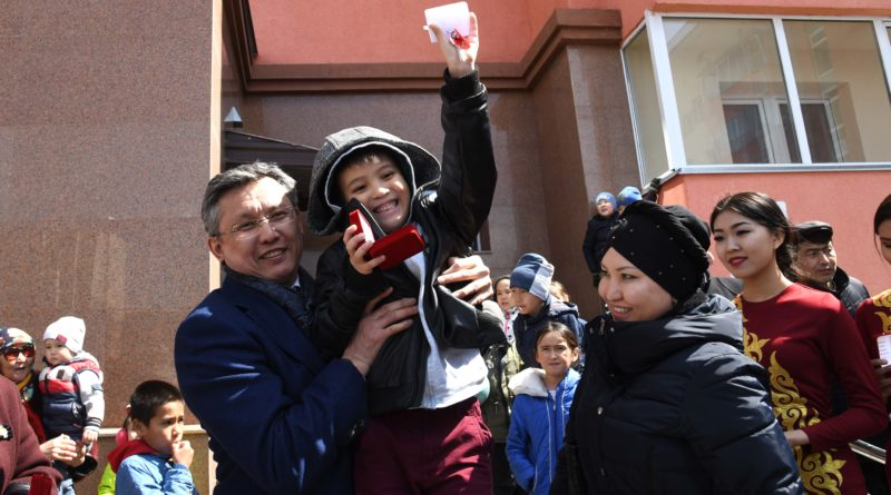 Әкім Бақыт Сұлтанов  417 елордалық отбасыға  баспана кілтін табыстады