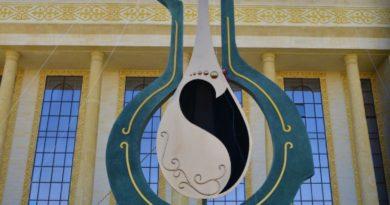 Шымкентте жетіметрлік«Домбыра»ескерткіші орнатылды