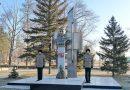 Павлодарда Қанаш Қамзиннің ескерткішіне гүл шоқтары қойылды