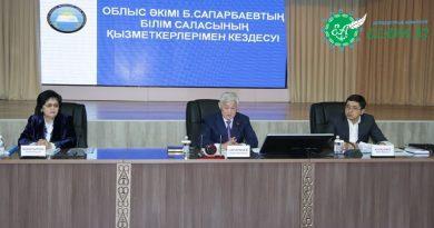 Б. Сапарбаев білім беру қызметкерлерімен кездесті