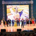 Танымал өнер тарландары қайырымдылық концертін берді