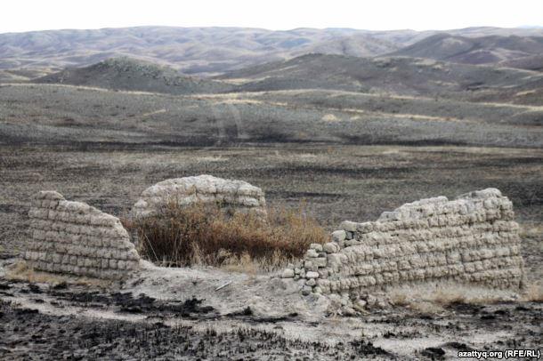 Шәкәрімнің Саят қорасының қалдығы. Шығыс Қазақстан облысы Абай ауданы. 3 қазан 2011 жыл